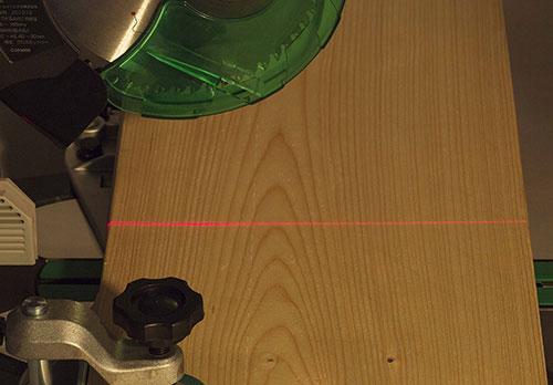 HiKOKI(ハイコーキ)コードレス卓上スライド丸のこ(C3606DRB)は、墨線合わせに役立つレーザーマーカ搭載