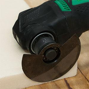 10.8V無繩多功能工具CV12DA的使用示例:切割絕緣材料