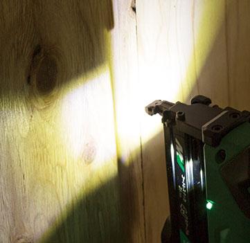 HiKOKI無繩釘書機(N3610DJ)是一種兩燈LED燈,不易在照明區域投射陰影。